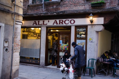 And found ourselves for a snack around noon at All' Arco... So good and authentic italian food :)