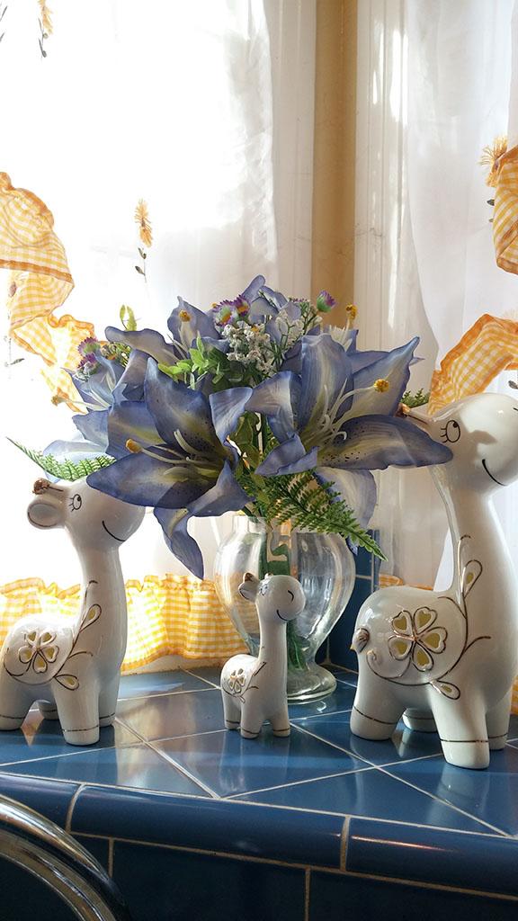 ITrue Set of 3 Ceramic Family Giraffe Collectible Figurines