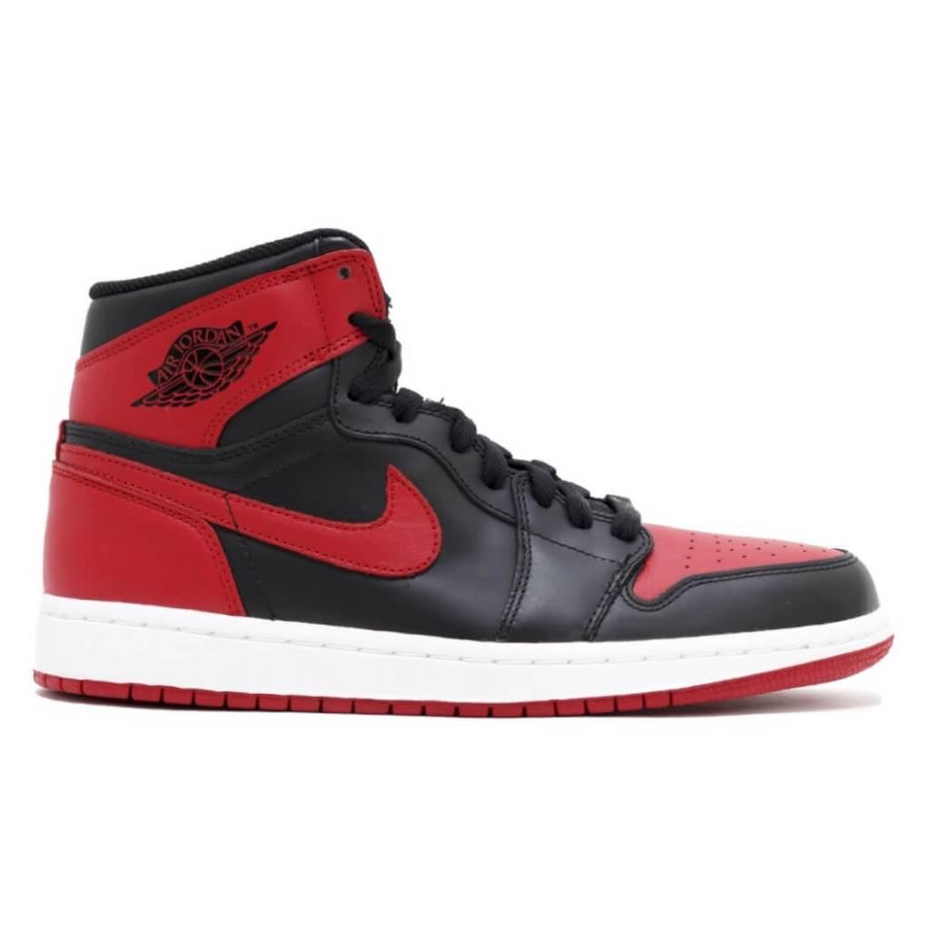 c4c0d2094e3 What Pros Wear: Michael Jordan's Air Jordan 1 Shoes - What Pros Wear