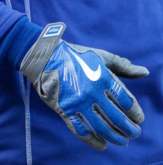 811d05178aca Kyle Schwarber's Nike Vapor Elite Pro Batting Gloves Shop · Kyle  Schwarber's Mizuno GMP200 Catcher's ...