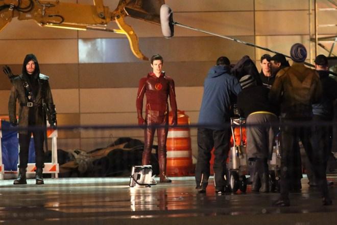 the-flash-season-finale-arrow-crossover (2)