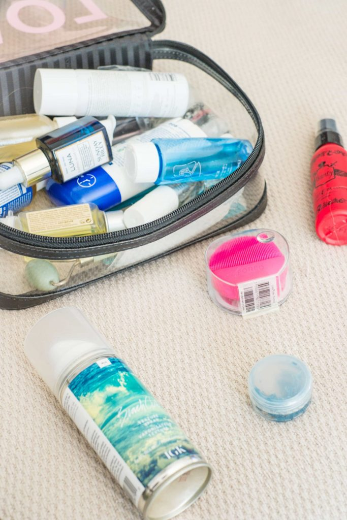 HOW TO CREATE YOUR OWN PRE-PACKED TRAVEL SYSTEM #whatsavvysaid #traveltips #travelsystem #packupandgo #flighttips #miniproducts #beautyprotector #ouai #caudalie #igk #foreo #whatsinmybag #alltheminis #skincareroutine