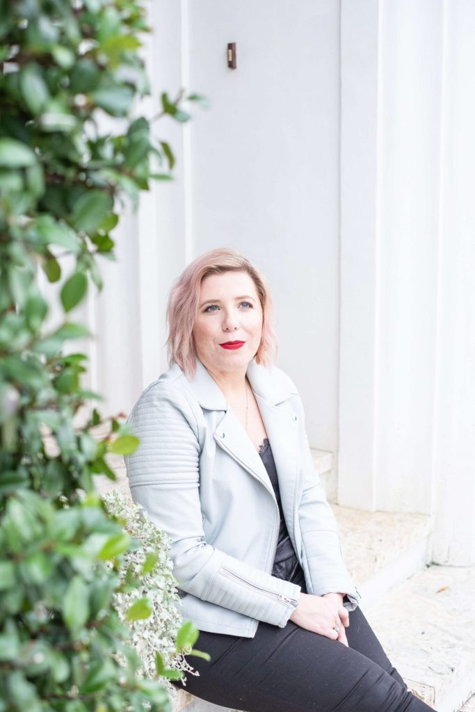 How To Take Back Your Mental Space #whatsavvysaid #wellness #wellnessblogger #mentalhealth #boundaries #mentalspace #blackjeans #leatherjacket #alysbeach #pinkhair #mentalhealthawareness
