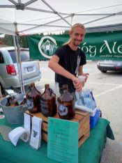 Nick from Crannog Ales pouring their delicious Left Fields soda at the Sorrento public market