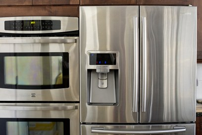 How to clean stainless steel without harsh chemicals or products
