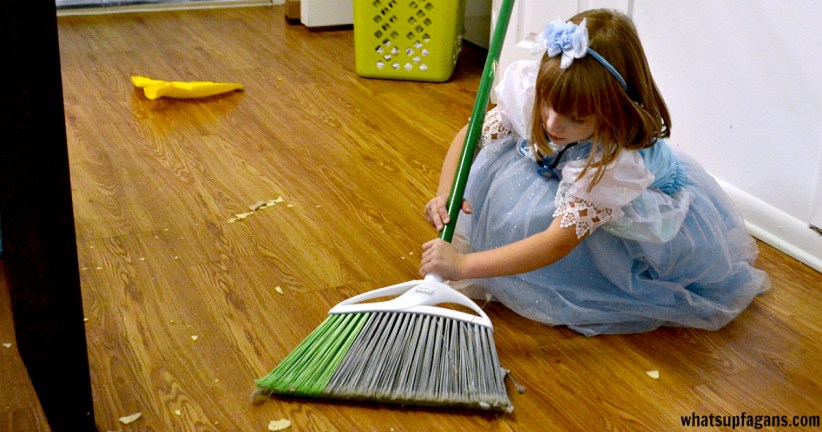 Get your young kids cleaning and helping with this easy, simple chore chart - FREE Printable.