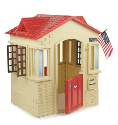 Outdoor play equipment playhouse