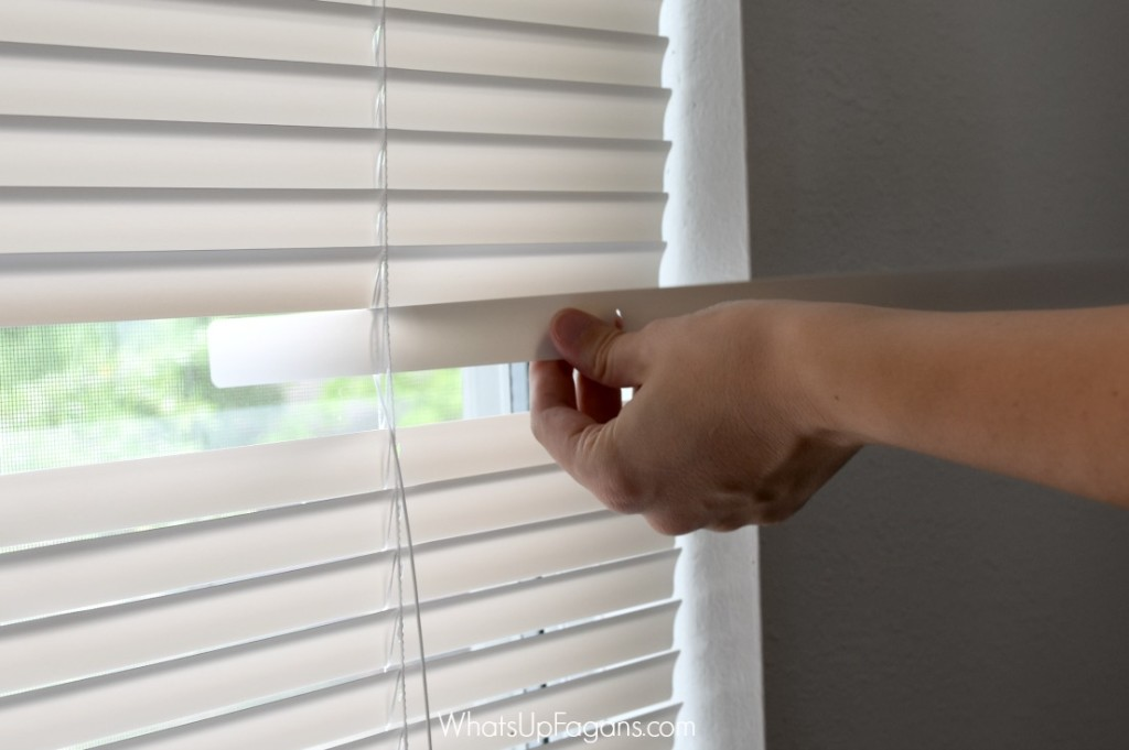 Great DIY tutorial on mini blind repair to fix broken mini blinds. My kids break them all the time. Great apartment living tip that will save money!