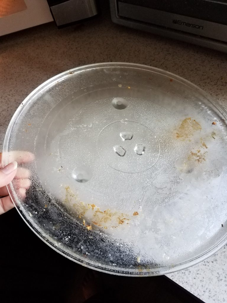 how to clean microwave plate