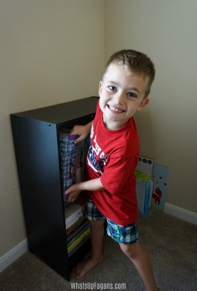 homeschool room organization - use diy magazine folders for each child's curriculum