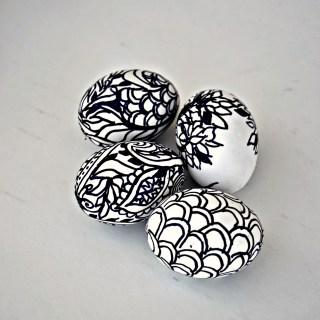 sharpie doodle easter eggs, doodle easter eggs