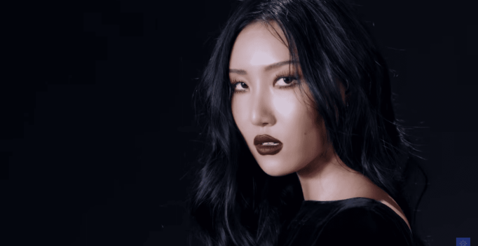 WATCH: MAMAMOO's Hwasa Makes A Statement In