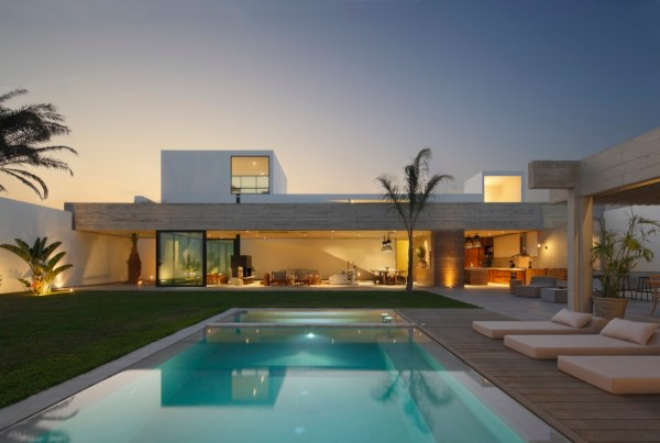 Paracas House, Peru