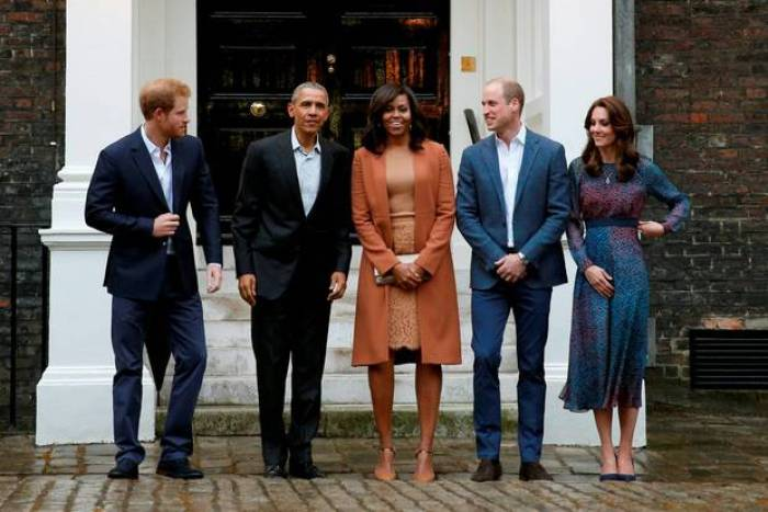 Obamas Visiting Kensington Pallace