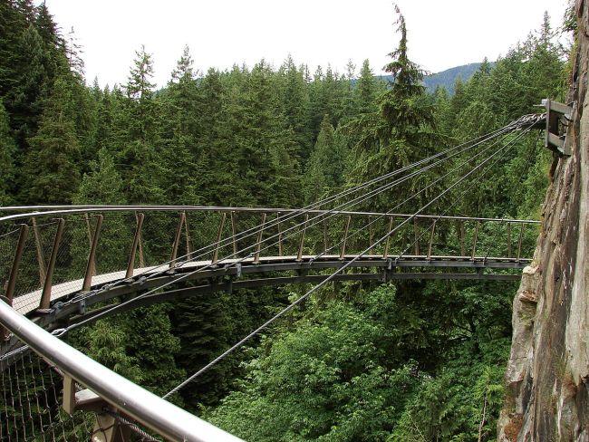1280px-Capilano-Suspension-Bridge-Cliff-Walk-8965