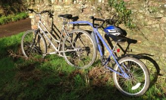 Tag along bike, available to borrow at Wheatland Farm Eco Lodges, Devon