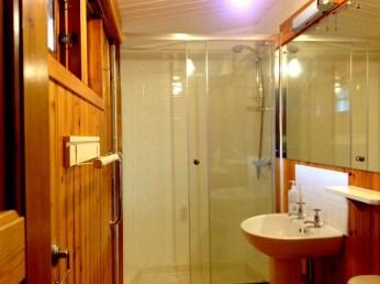 Honeysuckle Eco Lodge shower
