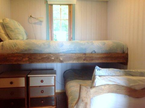Honeysuckle lodge, Wheatland Farm, cross over bunks