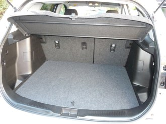 Open wide… The high-lifting tailgate opens from bumper level to reveal a wide, long, deep, flat-floored boot that easily swallows large quantities of luggage.