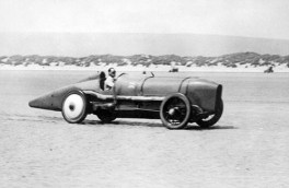 Malcolm Campbell driving the Sunbeam to over 150mph at Pendine in 1925