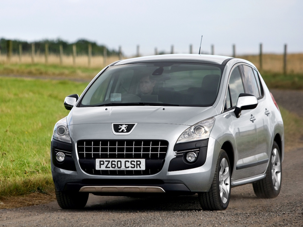 Peugeot 3008 Crossover front side action Low res. copy