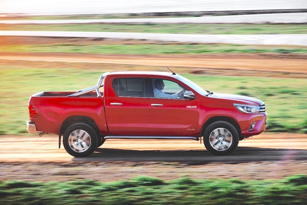 Toyota Hilux Double Cab side action copy