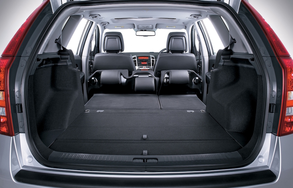kia-ceed-sportwagon-huge-load-area-copy
