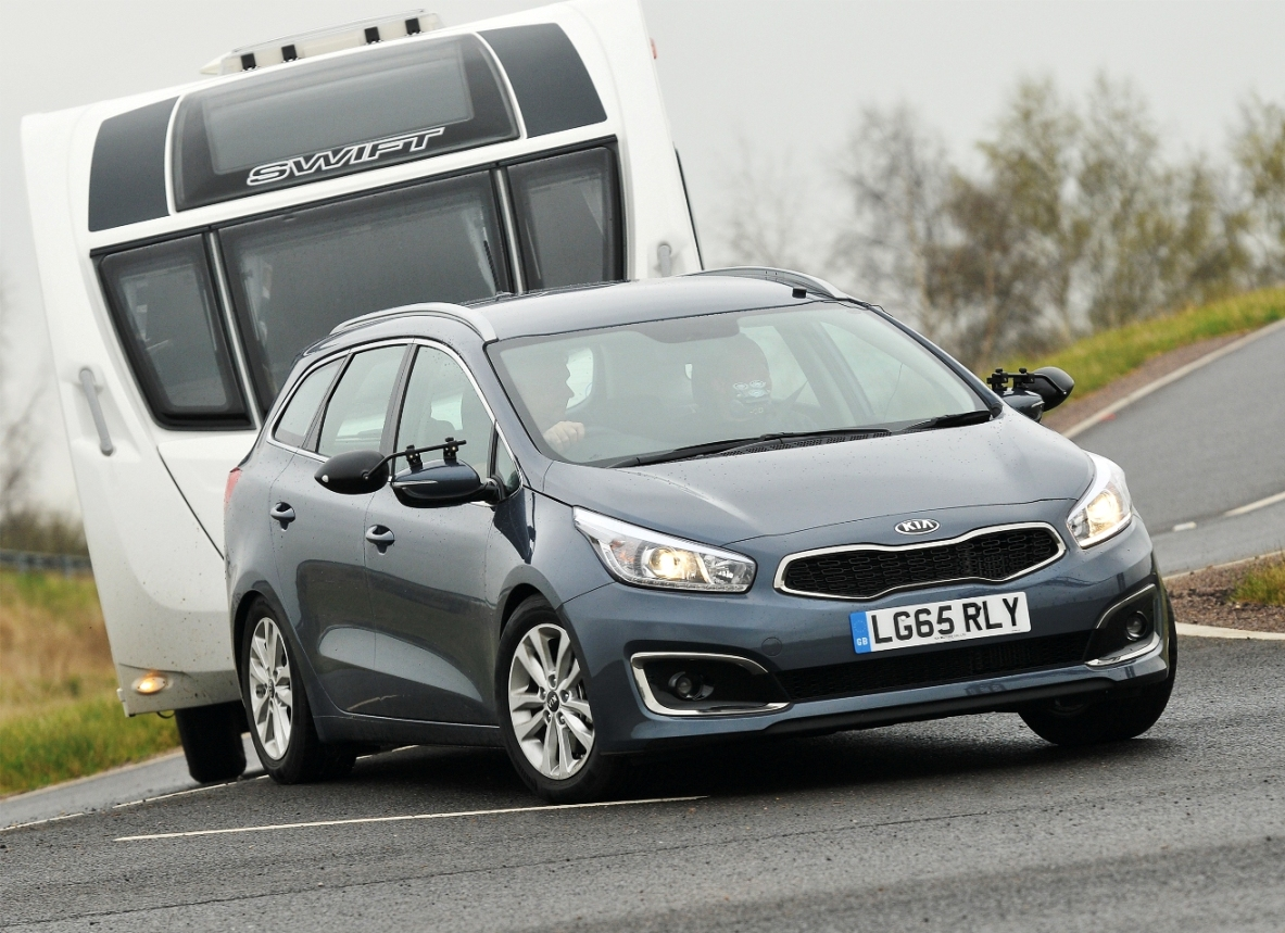 kia-ceed-sportswagon-towing-act-ion