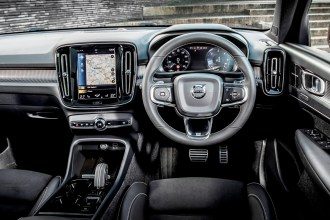 Volvo XC40 D4 AWD First Edition driving controls