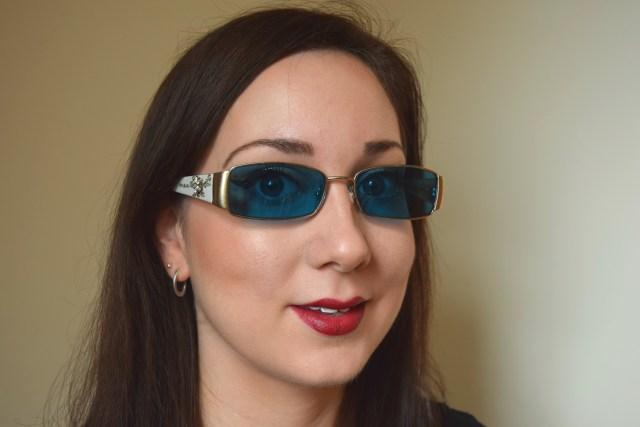 Gold Glitter Eyeliner, Makeup For Coloured Glasses Wearers