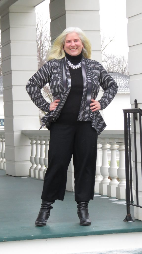 Still liking these wide-legged, cropped pants even in the winter! - www.whenthegirlsrule.com