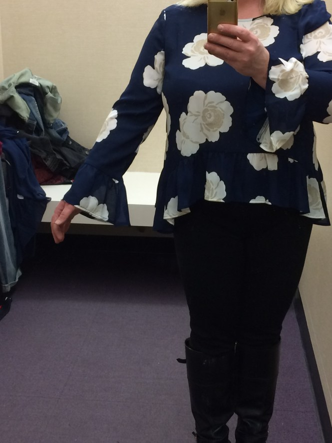 Cute Blouse for a big bust and apple shape - www.whenthegirlsrule.com