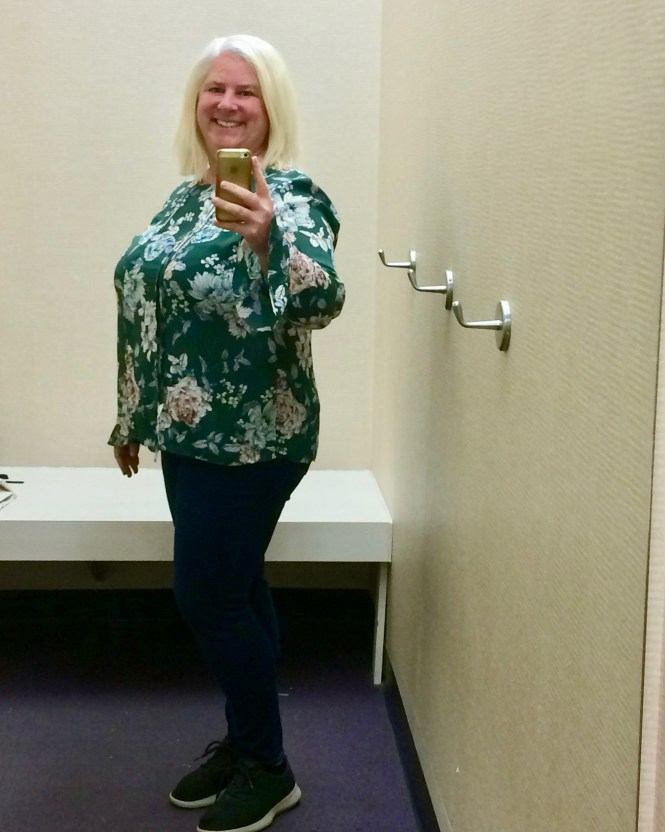 Spring Top That Fits A Wide Bust! | whenthegirlsrule.com