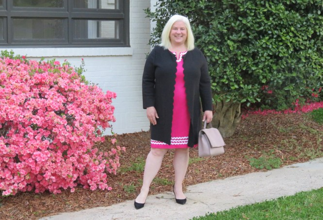 Spring Dress and Spring Sweater for Women with an apple shape! | whenthegirlsrule.com
