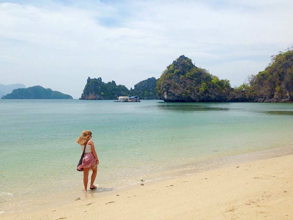 How I get in my own photos while travelling solo