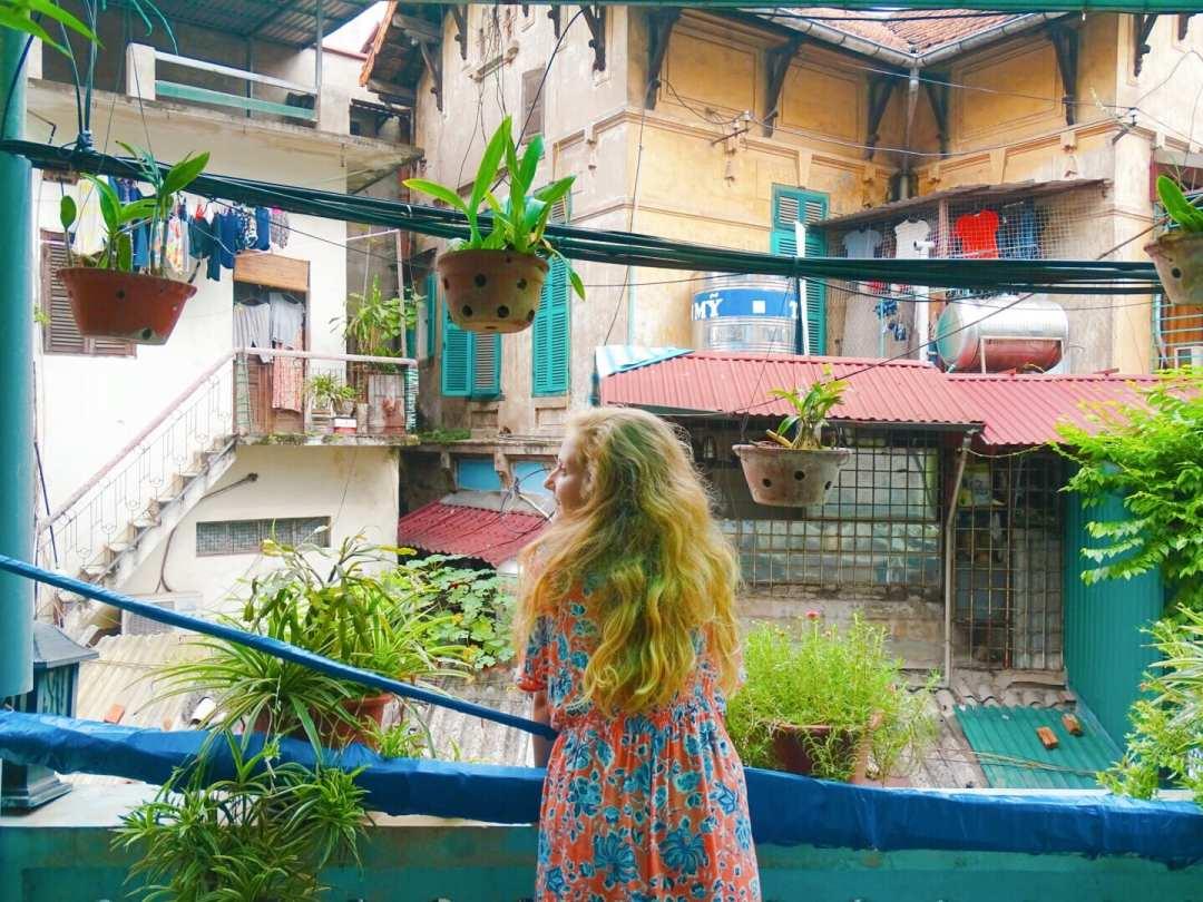 Railway Homestay and Coffee visiting Hanoi Train Street