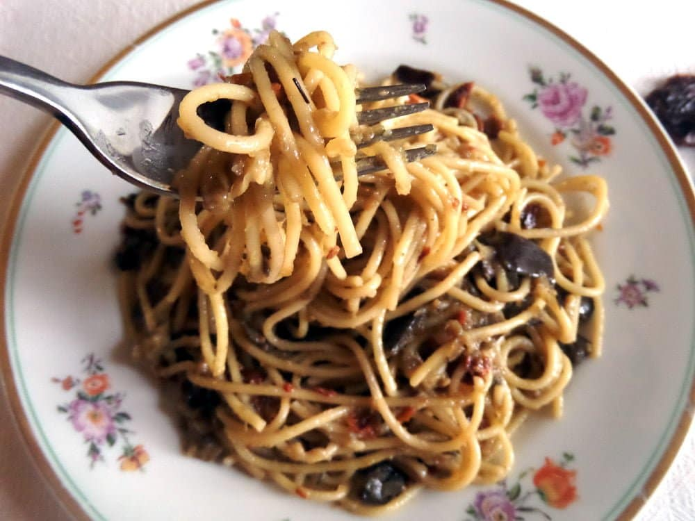 spaghetti with aubergines1 Spaghetti with Skinny Green Onion Sauce