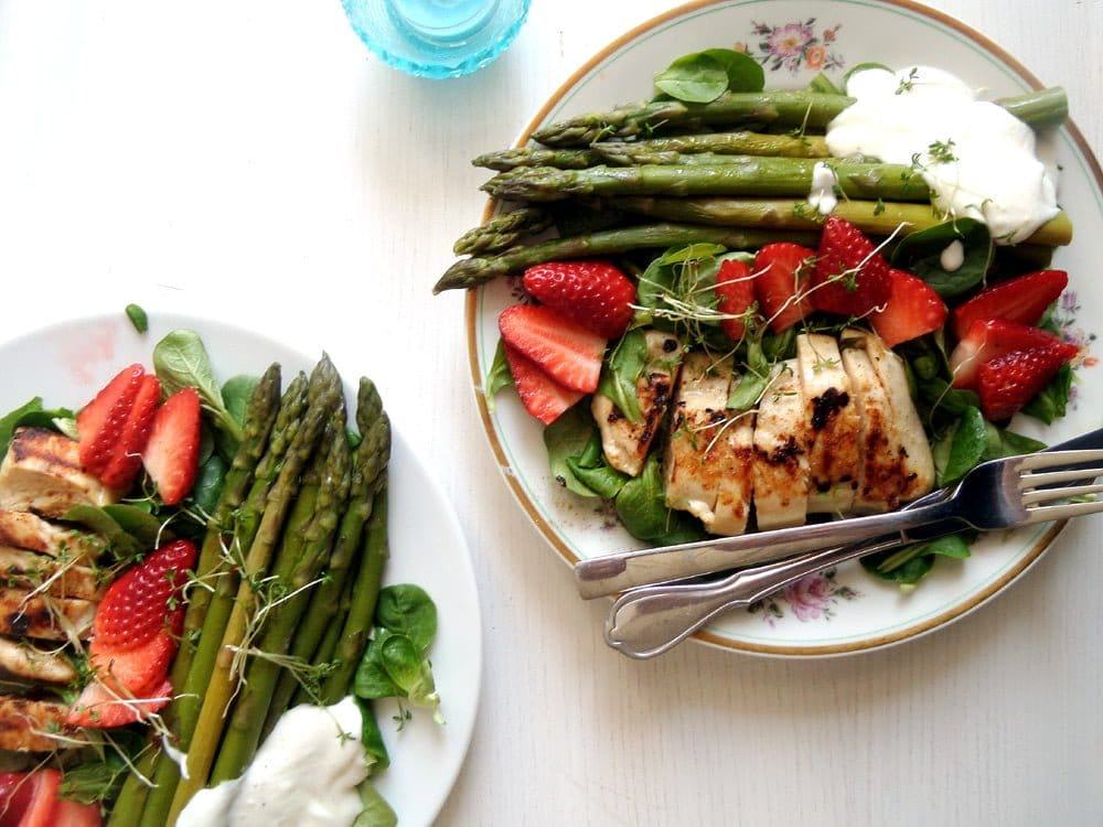 spring salad Spring Salad with Asparagus, Chicken and Strawberries
