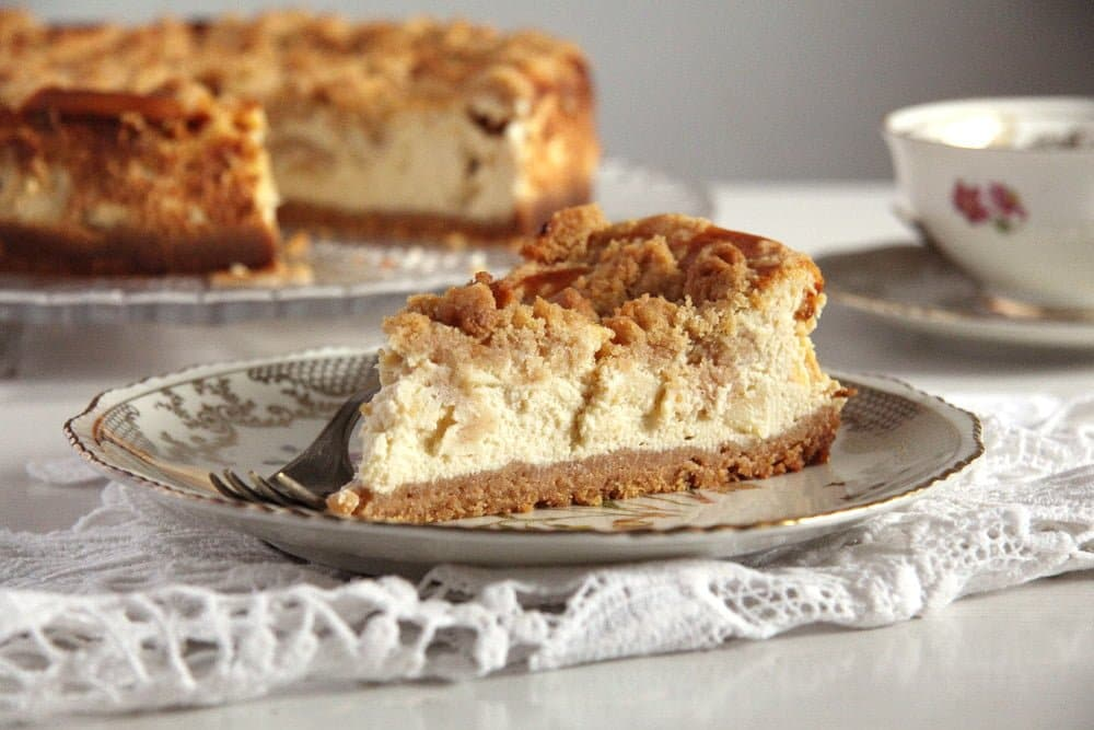 apple cheesecake cinnamon Apple Streusel Cheesecake with Cream Cheese and Quark