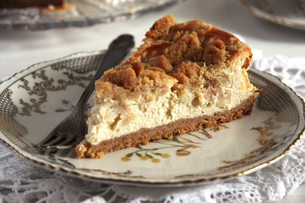 apple cheesecake streusel The Softest Apple Cake