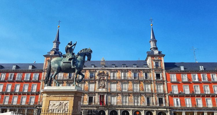 48 hours in Madrid how to get to madrid where to stay in madrid where is tara