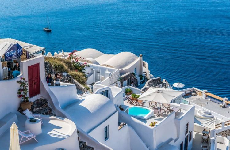 santorini perfect locations for a profile photo where is tara povey top Irish travel blogger
