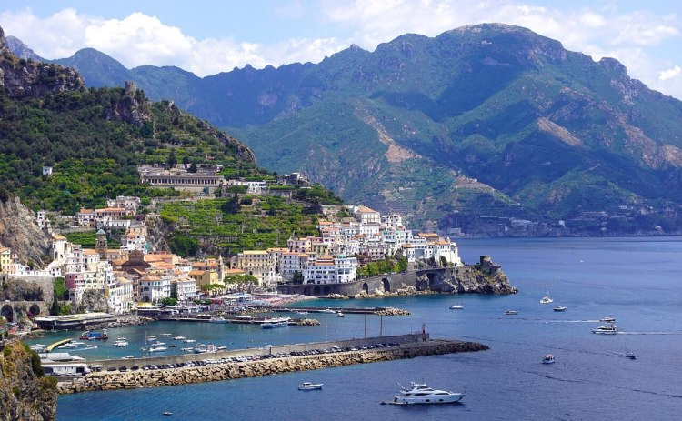 amalfi coast italy in december where is tara povey