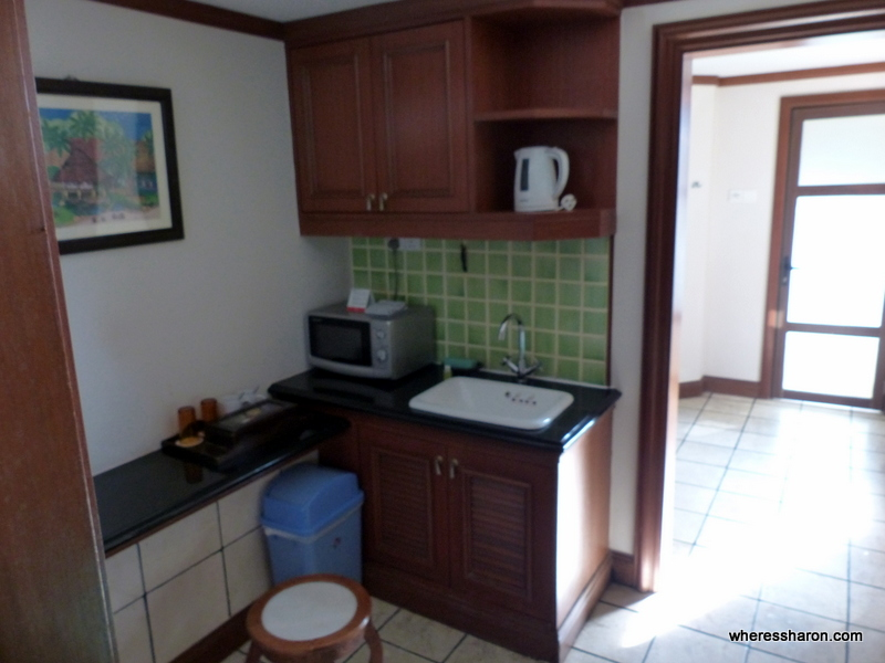 Kitchenette executive pool villa Grand Lexis