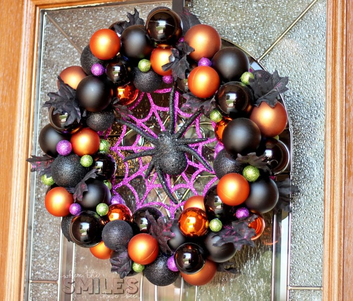 DIY Halloween Ornament Wreath | Where The Smiles Have Been #Halloween #ornaments #wreath #spider