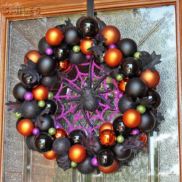 DIY Halloween Ornament Wreath   Where The Smiles Have Been #Halloween #ornaments #wreath #spider