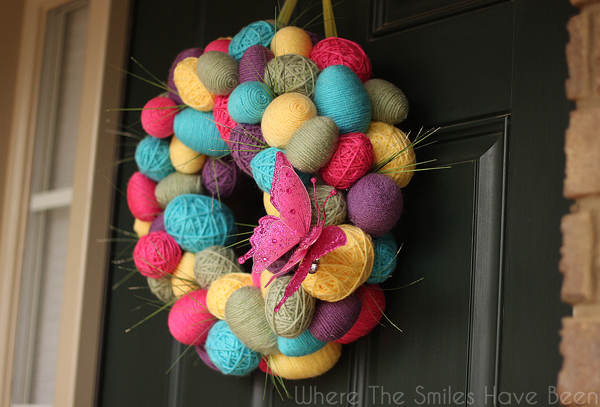 DIY Spring Easter Egg Wreath | Where The Smiles Have Been #spring #Easter #EasterEgg #SpringWreath #EasterWreath #yarn #yarnwrapped