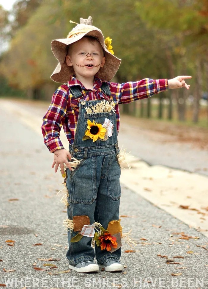 Easy adorable diy scarecrow costume learn how to make this diy scarecrow costume that works great for toddlers kids solutioingenieria Choice Image