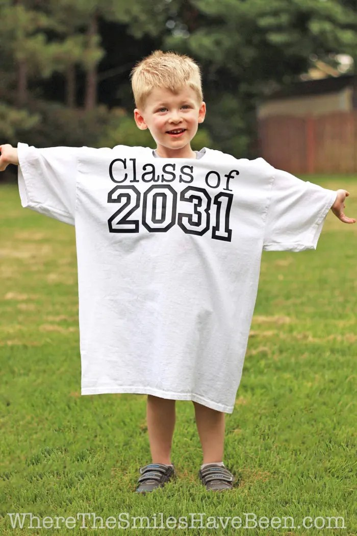 Learn how to create this cute keepsake for your child that you can update each school year! Back-to-School Shirt with Yearly Handprints: Year 2! | Where The Smiles Have Been
