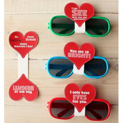 These are so cute and so simple! Love the free printable too! Sunglasses Valentine's Day Cards with FREE Printable & Silhouette Cut File | Where The Smiles Have Been